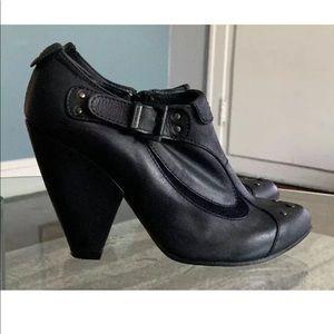 Diesel Black Leather Booties size 39